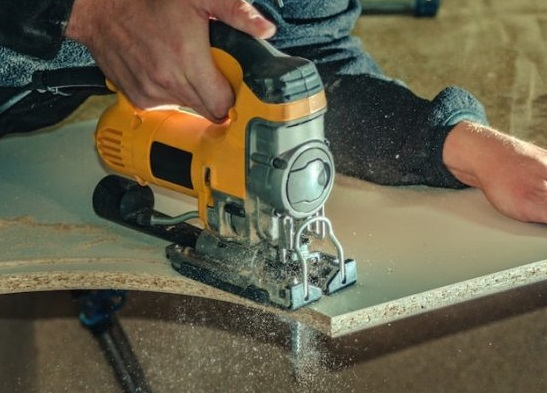 How to cut plywood with a Jigsaw without Splintering